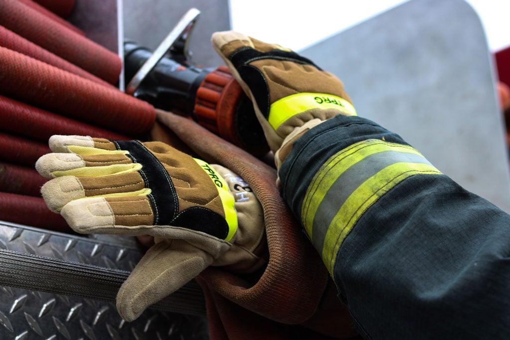 TPR-G-structural-firefighting-gloves-fire-truck-hose